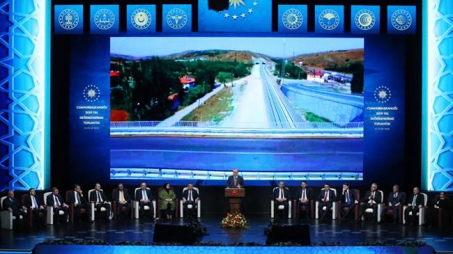 Cumhurbaşkanı Erdoğan, hükümetin icraatlarını sunum yaparak anlattı