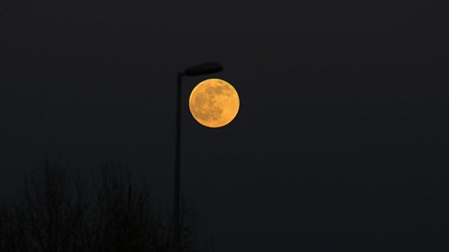 Ay parçalı olarak tutuldu