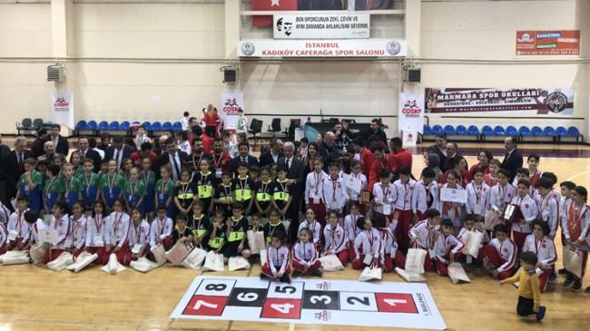 Çocuk Oyunları Mendil Kapmaca ve Seksek Şampiyonası sona erdi