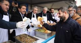 Esenler'de düzenlenen Hamsi ve Horon Festivali'nde izdiham yaşandı