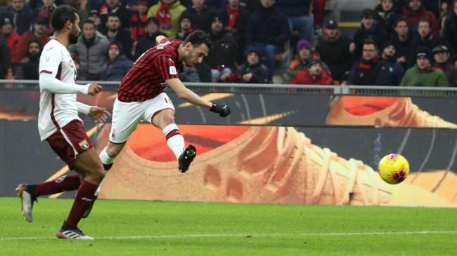 Hakan Çalhanoğlu, Milan'ı sırtladı