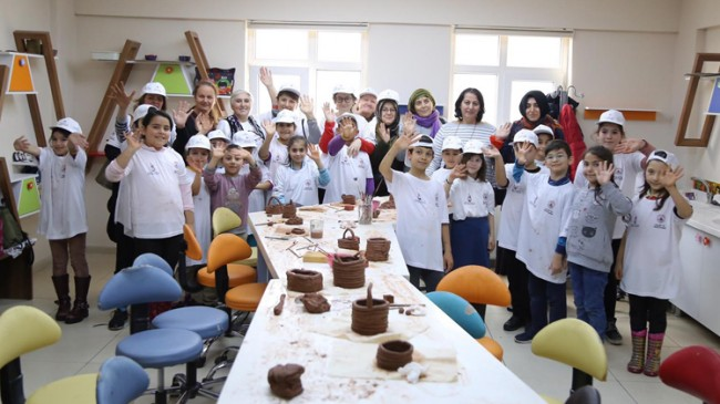 Kağıthane Belediyesi, genç nesiller ile yetişkinleri beceri atölyesinde buluşturdu