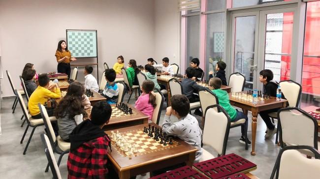 Pendikli çocuklara satranç kursu