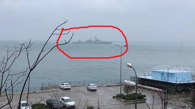 Şiddetli fırtına, Rus füze gemisine Kadıköy açıklarında demir attırdı…