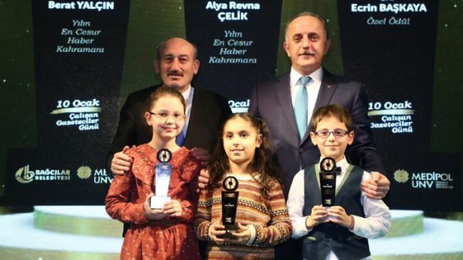 """Sultangazili merhametli öğrencilere """"Yılın En Cesur Kahramanı"""" ödülü"""