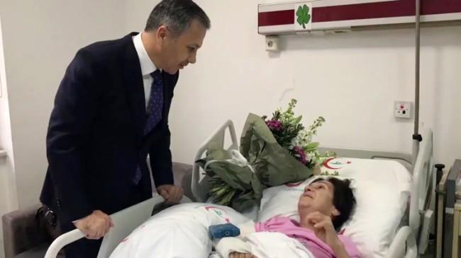 Vali Yerlikaya, araçtan düşen Leyla Çetnikol'u hastanede ziyaret etti