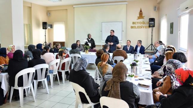 Beyoğlu Belediyesi, 'Anne Baba Okulu' ile aileleri bilinçlendiriyor