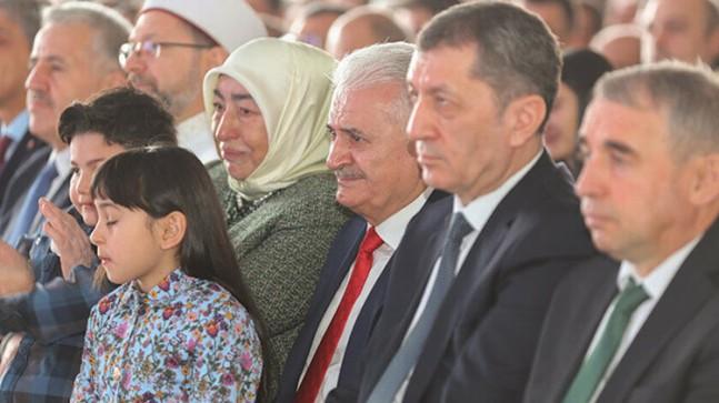 Semiha Hocamız ile Başbakan Binali Yıldırım gözyaşlarını tutamadı