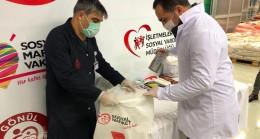 Başkan Yıldız, yardım paketlerini bizzat kendi teslim ediyor