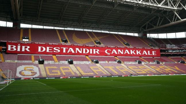 Galatasaray taraftarından Çanakkale Zaferi'nin 105. Yılı pankartı