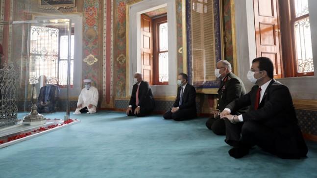 Bakan Ersoy, İstanbul'u Fetheden Fatih Sultan Mehmet Han'ın huzurunda