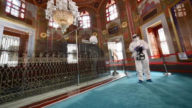 Fatih Sultan Mehmet Han'ın türbesi dezenfekte edildi