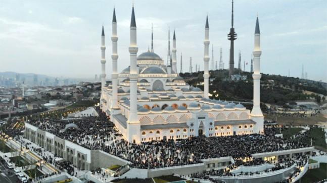 İstanbul'da Cuma Namazı kılınacak cami ve alanlar belli oldu