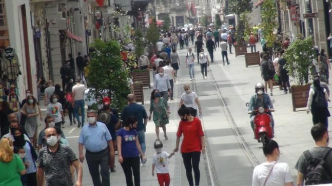 İstiklal Caddesi'nde yine yoğunluk