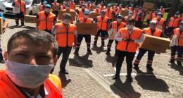 Üsküdar Belediyesi'nin dev ekibi, maske dağıtımına devam ediyor
