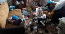 Evden 3 kamyon çöp çıktı