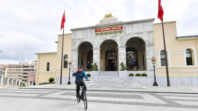 Vali Yerlikaya, bisikletle 23 km yol katederek İstanbul Valiliği'ne ulaştı