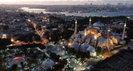 Ayasofya Camii yeniden aydınlatıldı