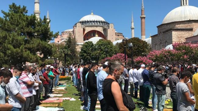 Ayasofya Camii'nde 2. Cuma kılındı
