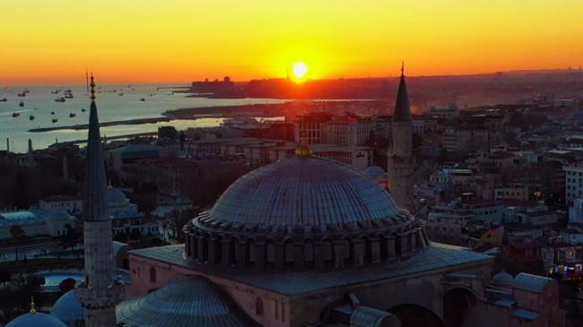 Ayasofya Camii'nde muhteşem günbatımı