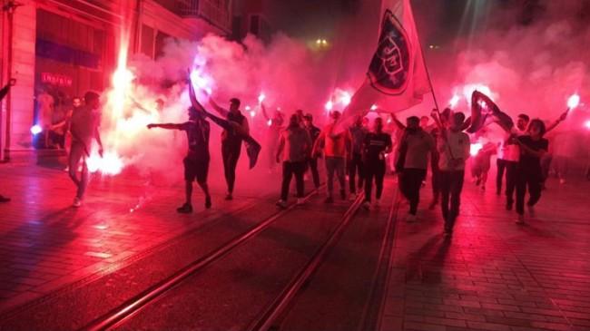 Başakşehir seyircisi Taksim'de