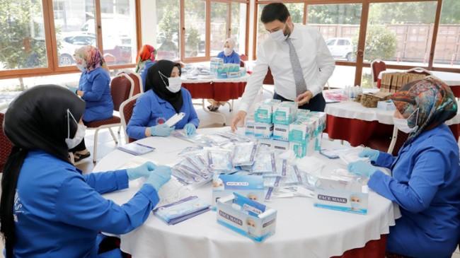 Kağıthane Belediyesi hemşerilerine 1 milyon 700 bin maske dağıttı