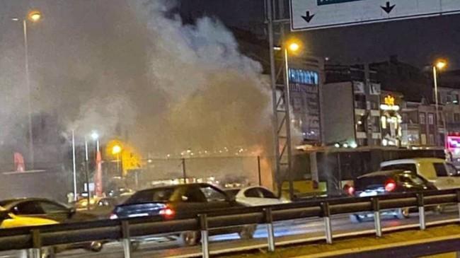 Metrobüs bir anda yanmaya başladı