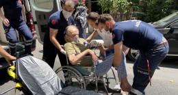 Yaşlı adam ile bebek son anda kurtarıldı