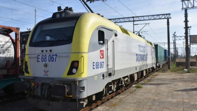 Yük treni Marmaray'dan geçti