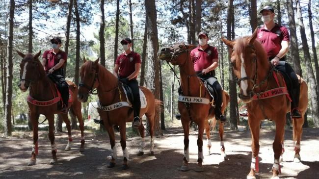 Atlı Polisler Aydos Ormanı'nda denetimde