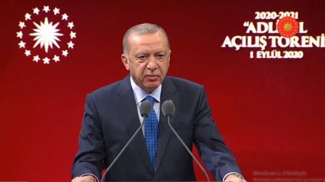 """Cumhurbaşkanı Erdoğan, """"Kimi baroların terör örgütlerinin arka bahçesine dönüşmesi çok acı"""""""