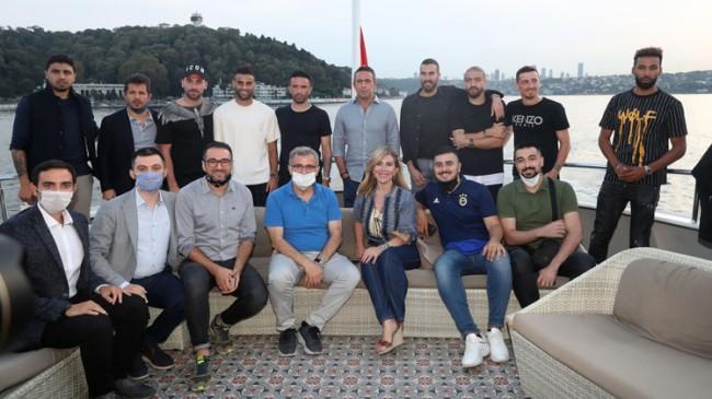 Fenerbahçeli futbolcular, İstanbul Boğazı'nda moral depoladı
