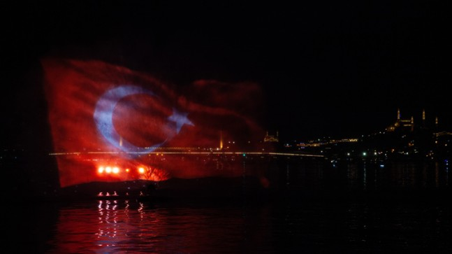 Haliç'de gerçekleşen 'Preveze Deniz Zaferi' kutlamalarında muhteşem görüntüler