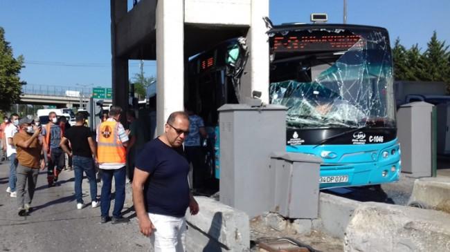 Kurtköy gişelere otobüs çarptı