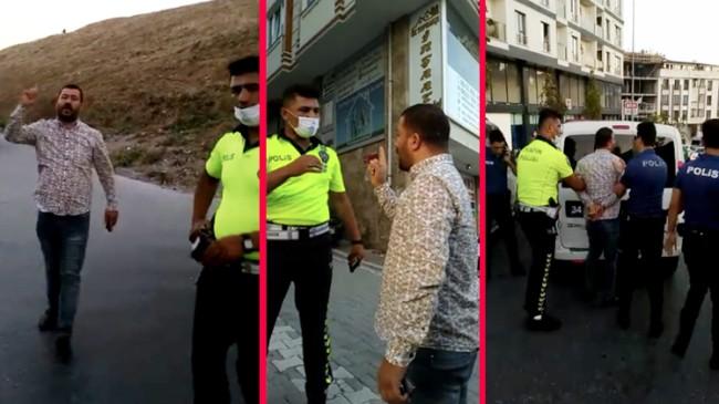 Minibüs şoförü, parmak sallayarak polisleri ölümle tehdit ediyor!