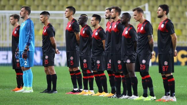 Antrenman sahası ve maç oynayacağı stadı yok, Süper Lig'de ne işi var!