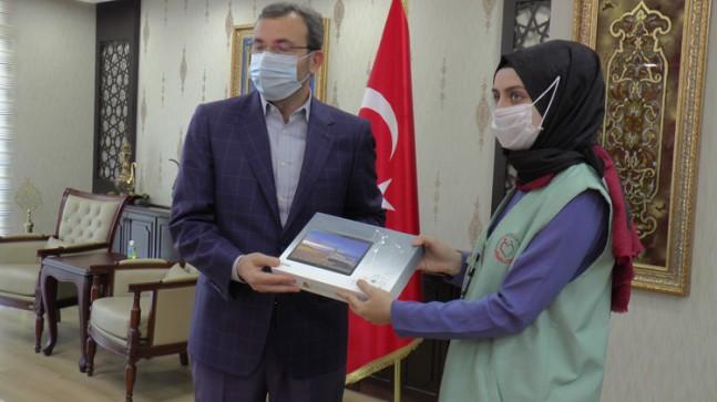 Belediye Başkanı Ahmet Cin, Pendik'te tablet dayanışmasını başlattı
