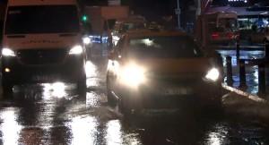 Bir yağmur yağdı, Kadıköy ve Maltepe göle döndü