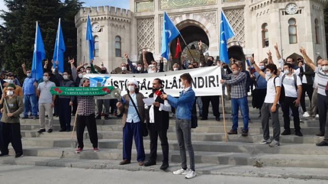 Gavuroğlu gavur Macron, protesto edildi
