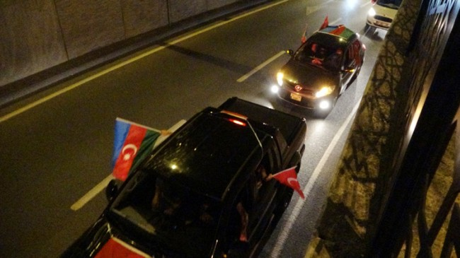 İstanbul'da Azerbaycan'a destek konvoyu
