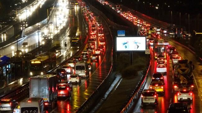 İstanbul'un trafik sorununa giden de bir çözüm bulamadı, gelende!