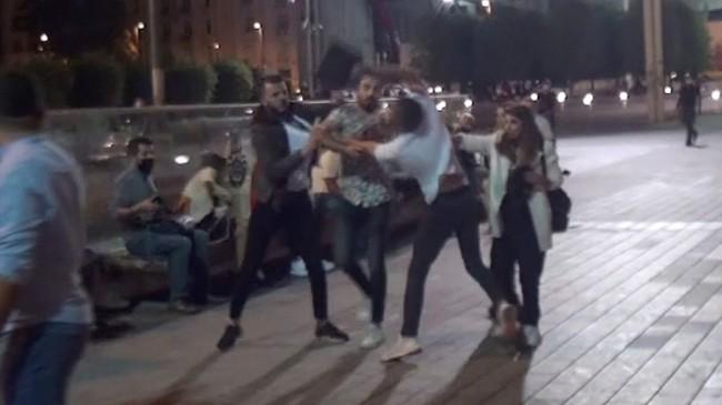 Taksim Meydanı'nda tekme tokat kavga