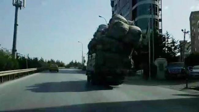 Trafikte şaka gibi görüntü!