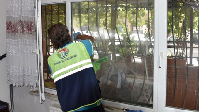 Tuzla Belediyesi yaşlılarımızın evlerine koronavirüs temizliği yapıyor