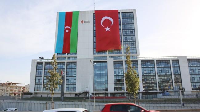 Ümraniye Belediyesi'nden qardaş Azerbaycan'a bayraklı destek