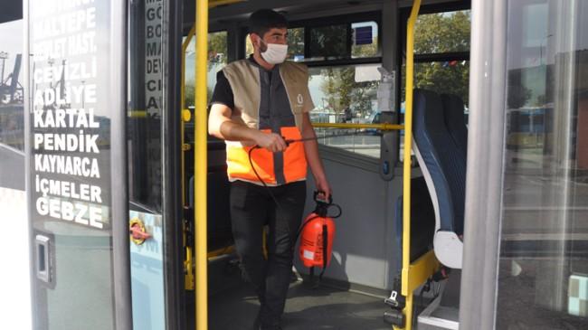 Üsküdar Belediyesi dolmuş, taksi ve minibüsleri dezenfekte etti