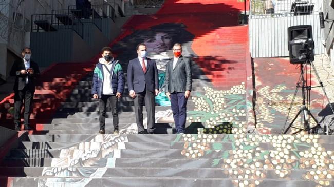 Beyoğlu'nun unutulmaya yüz tutmuş merdivenleri sanatla buluşuyor