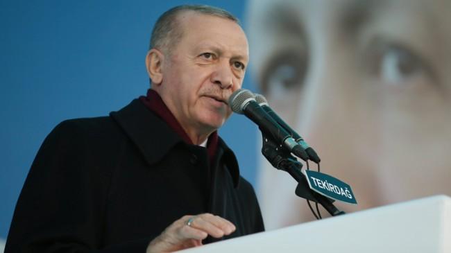 """Cumhurbaşkanı Erdoğan, """"AK Parti kaybederse Türkiye kaybeder, Türkiye kaybederse AK Parti yerle yeksan olur!"""""""