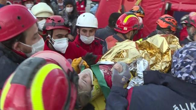 Elif bebek 65 saat sonra enkazdan sağ çıkarıldı