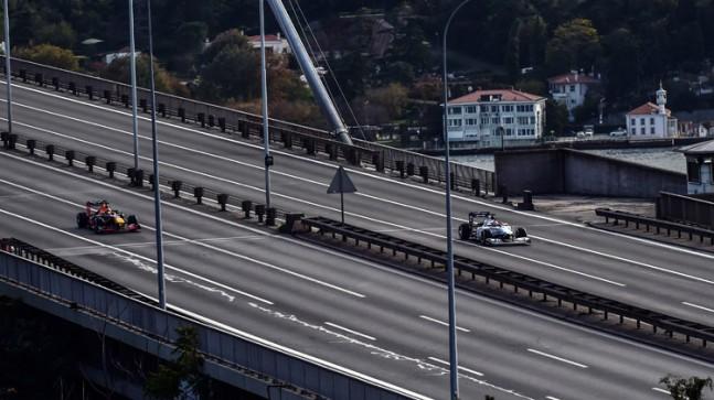 Formula 1 Türkiye Grand Prix'si araçları 15 Temmuz Şehitler Köprüsü'nde